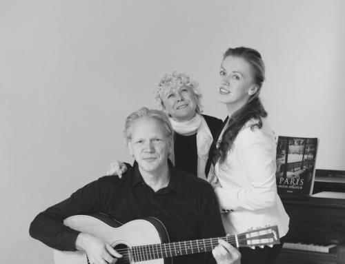 Camadou onder begeleiding van Hans van Gelderen en Dasha Beltiukova tijdens opening expositie Artzaanstad 11-01-2020